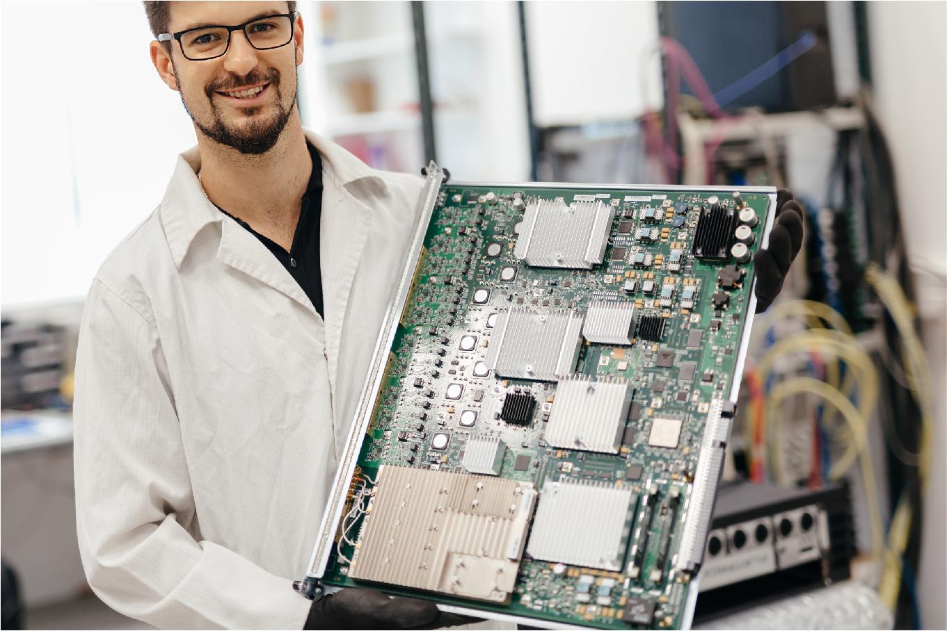 Các mạch vi xử lý chuyên dụng (ARM, PIC, DSP,…)